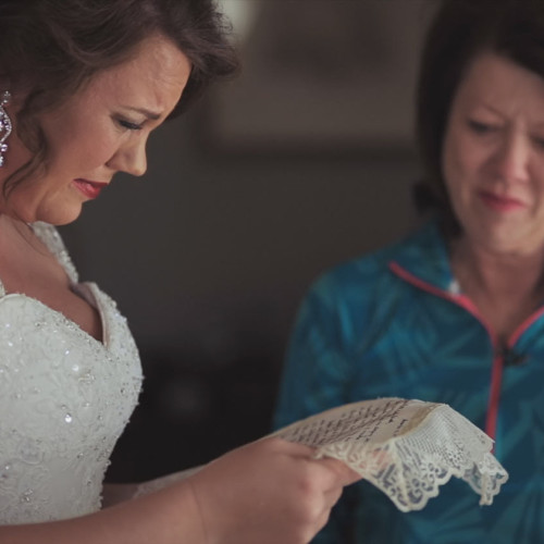 bride receives gift from mom in Mississippi
